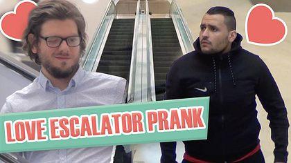 YouTube-Prankster testen die Toleranzschwelle von Heteros - Foto: youtube.com/nou