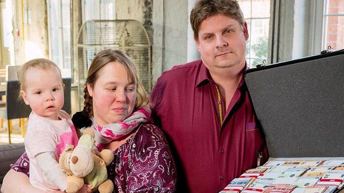 HARTZ-IV-Paar bekommt 25.000 Euro geschenkt - was mit dem Geld nach 3 Wochen passiert ist
