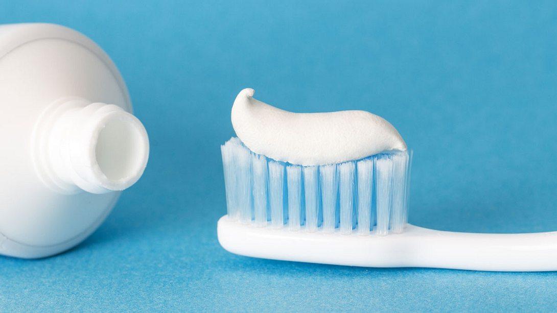 Zahnpasta selber machen: So schnell und einfach geht's