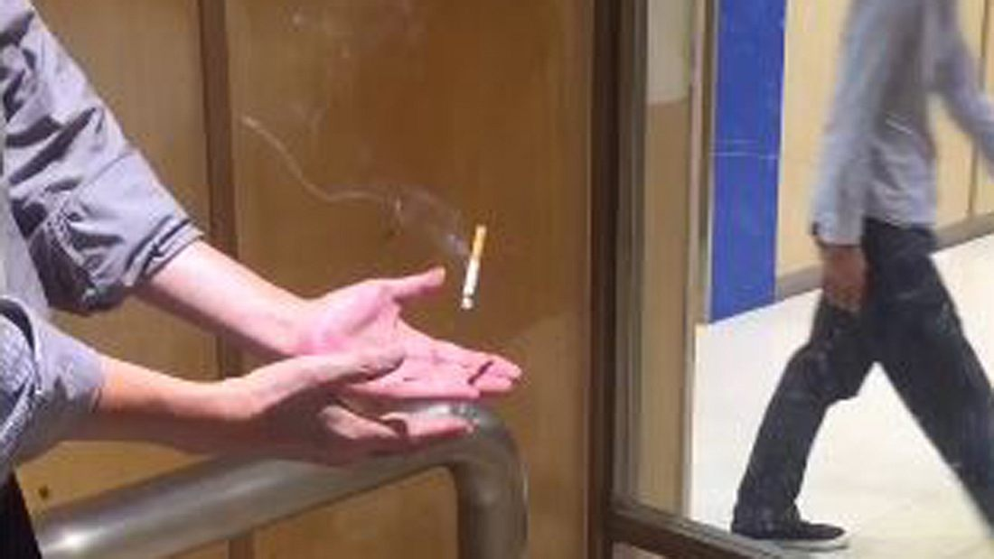 Genialer Trick: Mystery Man lässt lässt Zigarette schweben