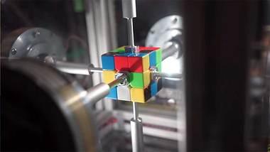 Roboter löst Zauberwürfel in weniger als 0,5 Sekunden