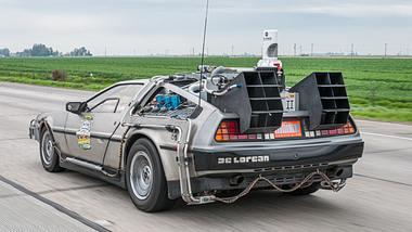 Zurück in die Zukunft: Bastler baut DeLorean aus Autowrack