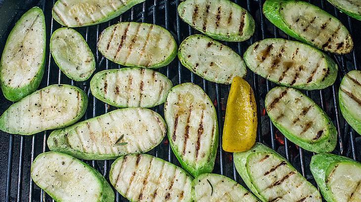 Zucchini grillen für Gourmetfreunde.